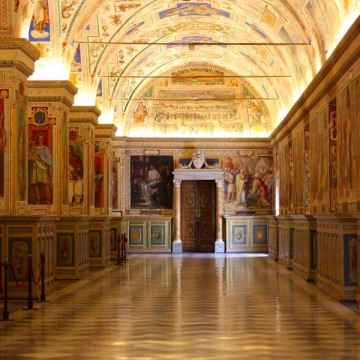 Night Tour of the Vatican Museums with Dinner included