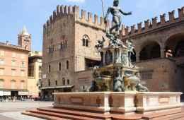 square in bologna