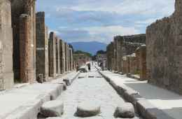 Visit the ruins of Pompeii from Rome
