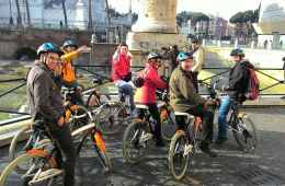 Tour of the Centre of Rome by Bike with Food Tasting
