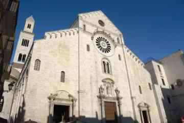 2-hour guided group tour around the best of Bari, the heart of Apulia