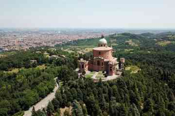 Guided visit to San Luca Sancutary in Bologna by panoramic train