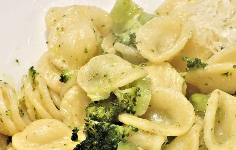 6.	Orecchiette with cime di rapa (broccoli)