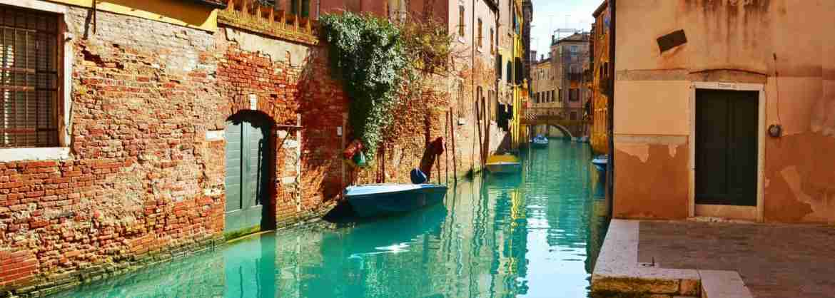 Private Gondola Ride in Venice, with Professional Tour Guide on Board
