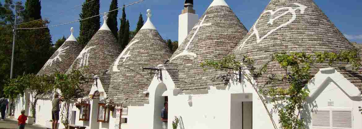 Group Walking Tour of Alberobello: guide and tasting included
