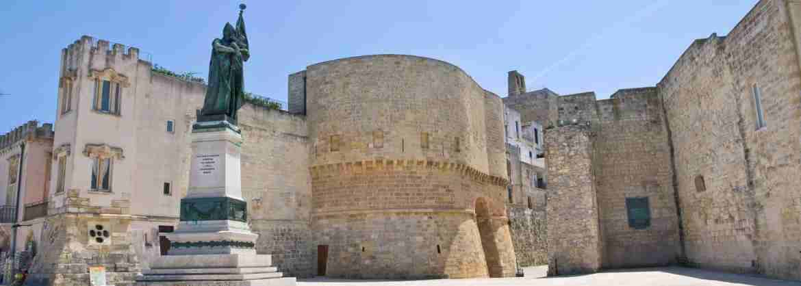Walking group tour around the best of Otranto: guided included
